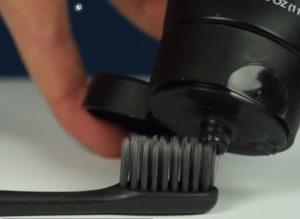 черная зубная паста c углем